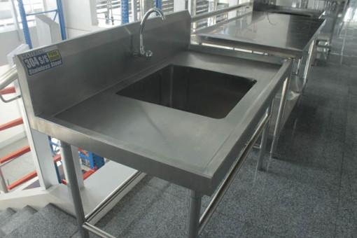 1 Tub Sink wd Tubular Brace